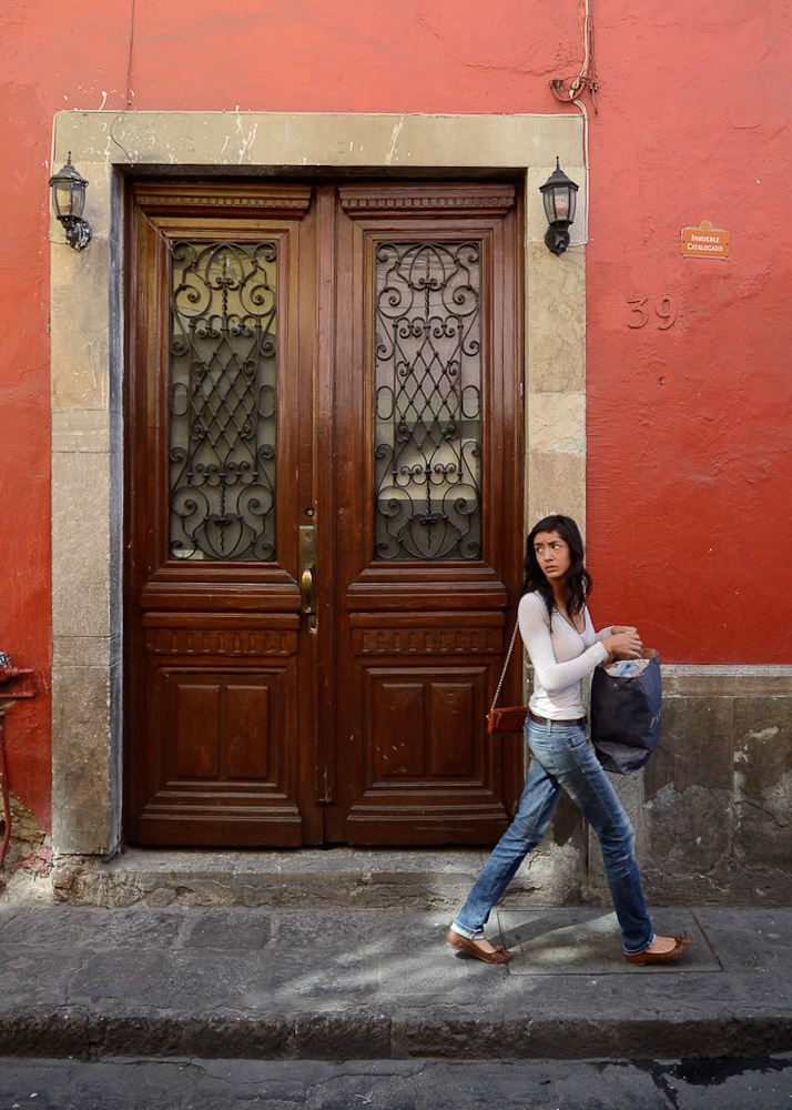 Guanajuato doorway woman by Winnipeg travel photographer